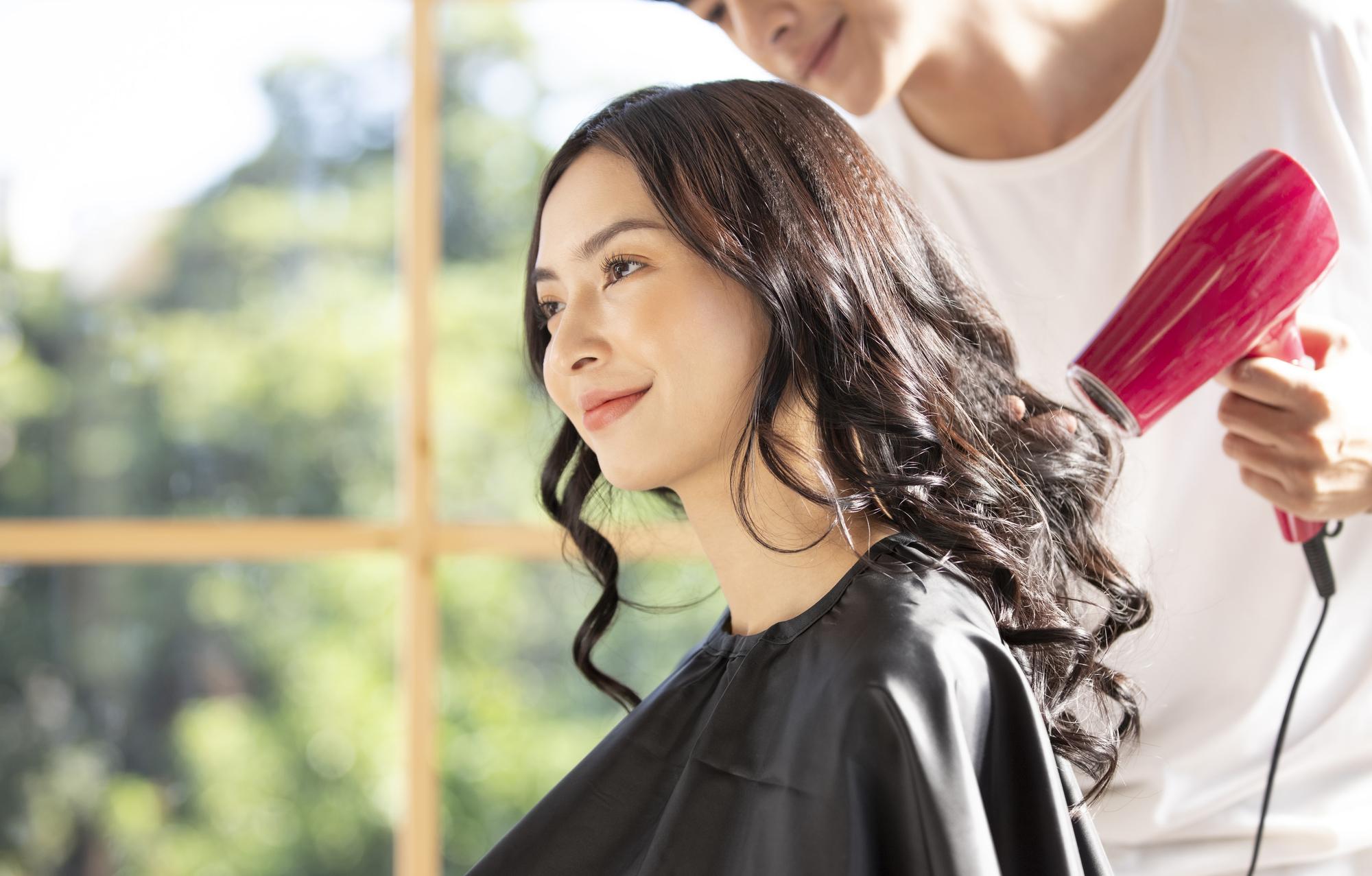 円形脱毛症はホルモンバランスが関係している?男女で異なるケースも